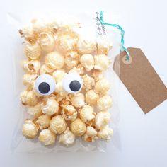 Traktatie Popcorn Juul en Gijs School Treats, Kids Meals, Party Time, Catering, Crafts For Kids, Popcorn, Birthday Cake, Snacks, Handmade