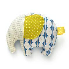 Un coussin éléphant avec de jolies couleurs