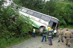 Duas pessoas morrem em acidente entre carro e ônibus com crianças em Botuverá, no Vale do Itajaí