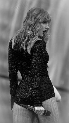 Taylor Swift Legs, Taylor Swift Pictures, Taylor Alison Swift, In Cinemas Now, Swift Tour, Taylor Swift Wallpaper, Elsa Hosk, Metal Girl, Grad Dresses
