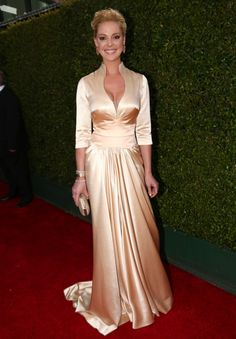 Katherine Heigl is perfect! #gold #glam