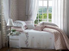 Produzido em 100% algodão egípcio penteado e com 300 Fios,  a linha Mazzo Fiorita traz uma linda e delicada estampa inspirada na delicadeza das belas hortênsias, lírios e petúnias aliadas a um suave tom de Soft Rosé.