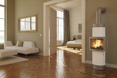 Eleganter, Freistehender Kamin In Weiß   Ofenfenster In Der Mitte    Wohnzimmer   Fireplace In