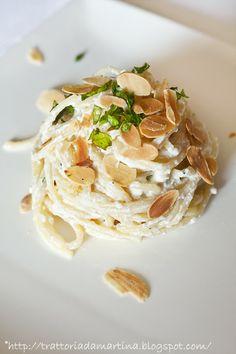 Spaghetti ricotta, limone a mandorle a lamelle