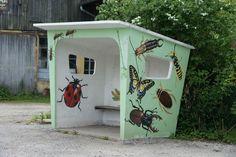 bushokje in le Menil (F) Bus Shelters, Bus Stop, Aesthetic Images, Public Art, Stocking Stuffers, Statues, Street Art, Whimsical, Sculptures