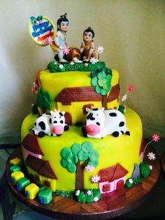 Coming fourteenth and fifteenth of August month is the birthday of Lord Krishna. All around the globe, Krishna bhaktas will be lauding t. Birthday Wishes Cake, Happy Birthday Cake Images, Birthday Celebration, Krishna Birthday, Cake For Boyfriend, Indian Cake, Online Cake Delivery, Laddu Gopal, Traditional Cakes