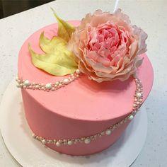 Бесподобен! Других слов, чтобы описать этот торт, у меня нет ) ну и пусть нескромно я просто не могу на него налюбоваться! Внутри творожный с бананом и персиками. #instacake #торттюмень#тортыбезмастики#кондитерскаясуфлейка#суфлейка#колоркейк#авторскиеторты#тортикиназаказ#тортыназаказ#тортикитюмень#тортыназаказтюмень#тортики#немастичныеторты#тортспряниками#современныеторты#детскийторт#тортzmeyka86#тортспионами#тортспионом#тортсшокоцветами#тортсшоколаднымицветами