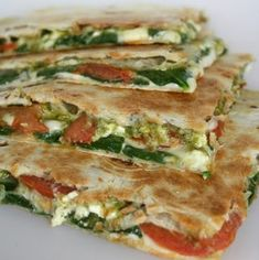 & Tomato Quesadilla with Pesto Spinach Tomato Quesadilla with Pesto - Vegetarian & Vegan Recipes. Featured by A Hedgehog in the Kitchen.Spinach Tomato Quesadilla with Pesto - Vegetarian & Vegan Recipes. Featured by A Hedgehog in the Kitchen. Think Food, Love Food, Healthy Snacks, Healthy Eating, Healthy Recipes, Spinach Recipes, Healthy Protein, Quick Recipes, Meals With Spinach