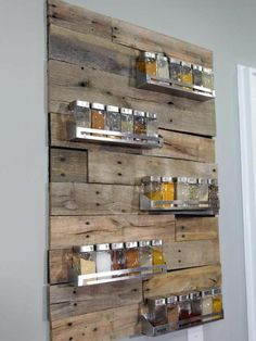 Awesome Spice Rack seen on HGTV's Kitchen Cousins. They painted the back black, then cut the pallets to fit their design, stainless steel spice racks. Kitchen Spice Racks, Diy Spice Rack, Spice Storage, Pallet Spice Rack, Spice Jars, Hanging Spice Rack, Spice Holder, Wooden Spice Rack, Spice Shelf