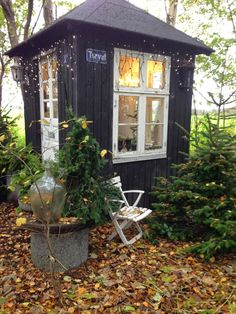 She Said She Sheds Have you ever really thought about how many people see the outside of your home? Summer House Garden, Home And Garden, Tiny Little Houses, She Sheds, Shed Plans, Glass House, Outdoor Gardens, Beautiful Homes, Gazebo