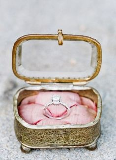 the most romantic vintage engagement ring!!!