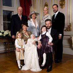Martha-Louise and Ari with their three daughters and (back row, left to right) the Princess' parents King Harald V and Queen Sonja, sister-in-law Crown Princess Mette-Marit, and brother Crown Prince Haakon Photo: Gtres