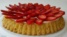 Labneli Kremayla Çilekli Çiçek Turta / Strawberry Flower Torte with Labneh Cream