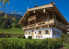 Tiroler Bauernhaus Style At Home, Minecraft Houses, Cabin, Mansions, House Styles, Home Decor, Building Ideas, Farm Cottage, Farmhouse