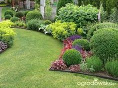 33 landscape design ideas you can implement before the start of autumn! Boxwood Landscaping, Boxwood Garden, Garden Shrubs, Shade Garden, Lawn And Garden, Garden Paths, Backyard Landscaping, Lawn And Landscape, Landscape Design