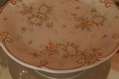 PIE DE TORTA PINTADO A MANO ♥♥♥ #rosas #roses #romanticcoutage #romance #romantic #torta #cake #cookies #cupcakes #chic #porcelana #vajilla #palermo #palermosoho #palermoviejo #buenosaires #argentina #pinkroses #pink #vintage #vintagedeco #shabbychic #chicdeco #mesadulce #muffins #love #cute #princes #queen #pretty #food #dessert #sweets #antique #antiquedeco #porcelain #romanticstyle #decostyle #chicstyle #artandcraft #craft #art #romanticdeco #chocolate #cruz
