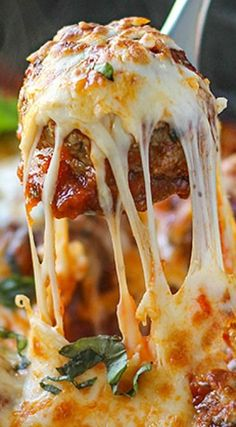 Cheesy Meatball Skillet - your meatball heaven awaits you...