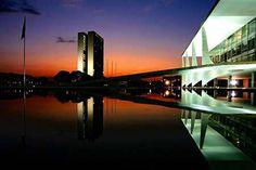 Praça dos Três Poderes, em Brasília, projeto de Oscar Niemeyer
