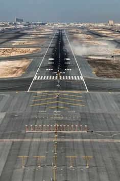 l-aeroport --- ✈: Photo Fly Around The World, Around The Worlds, Air Force Birthday, Dubai Airport, Air Travel, Aerial View, Cool Pictures, Aircraft, Airplanes