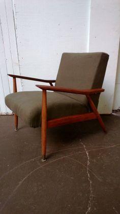 Danish modern chair. Great Lines. Eames era Lounge por VintaDelphia, $255.00