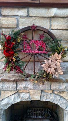 Wagon wheel Christmas wreath. Country, Rustic, Cowboy Christmas wreath. Cowboy Christmas, Primitive Christmas, Country Christmas, All Things Christmas, Christmas Crafts, Christmas Decorations, Primitive Fall, Wagon Wheel Decor, Cowboy Home Decor