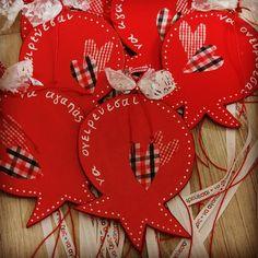 Ξύλινο χειροποίητο γούρι Merry Christmas, Xmas, Christmas Ornaments, Amelie, Diy And Crafts, Craft Ideas, Holiday Decor, Merry Little Christmas, Christmas