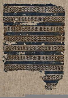 Tuskaft, linne med mönster i blått och vitt Utf. 1200-talet - 1300-talet Nationalmuseum, Stockholm