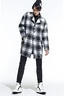 Redhomme Essential Single Breasted CoatDesigned out of a luxurious and soft fabric, this coat is perfect for your fall and winter outfit. Single-breasted with an almost oversized fit, long sleeves, welt pockets, button-down closure, and straight silhouette. Easily hype up with a casual outfit plus perforated brogues.