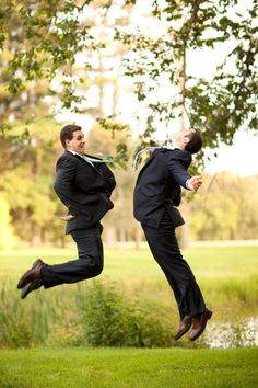 Funny Wedding Photos 18 Glorious Ideas For Groomsmen Photos - You liked it, so you put a ring on it. Groomsmen Wedding Photos, Funny Wedding Photos, Groom And Groomsmen, Wedding Pictures, Funny Groomsmen Photos, Groomsmen Outfits, Wedding Dj, Wedding Poses, Wedding Ideas