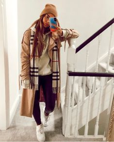 Is there anything better than a simple camel coat , hoodie and Burberry scarf ou. Burberry Scarf Outfit, Camel Coat Outfit, Burberry Skirt, Winter Fashion Outfits, Fall Outfits, Instagram Outfits, Hoodie Outfit, How To Wear Scarves, Scarf Hairstyles