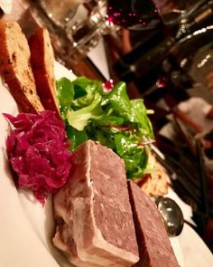 パテをオーダーして、出てきたのはゴロゴロ粗い肉の塊。しっかりした肉の味と食感がなんという幸せありがたやー✨  #beer #biere #wine #vino #vin #sake #shochu #whisky #bourbon #rum #gin #champagne #happy #amazing #beef #meat #vegetables #steak #bistro #tavern #delicious #happy #taste #ビール #ワイン #肉 #ステーキ #ワイン #ビストロ #恵比寿