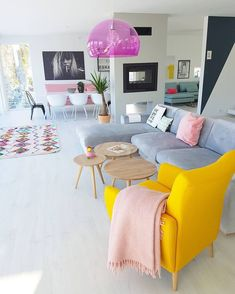 Take a look at our favorite tips for choosing a paint color palette to add fresh. Take a look at our favorite tips for choosing a paint color palette to add fresh life living room Interior Design Living Room, Living Room Designs, Living Rooms, Interior Colors, Apartment Living, L Shaped Living Room, Gym Interior, Pastel Interior, Yellow Interior