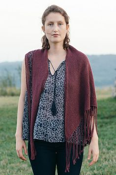 Spate's shaped triangular shawl flies off the needles once you cast on for the wide edge and decrease down to its tapered point. Wear it as an oversized kerchief or a shoulder-warming shawl—in Sparrow linen this is a versatile accessory meant for any occasion.