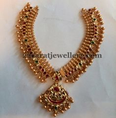 Jewellery Designs: Gold Necklace with Kundans
