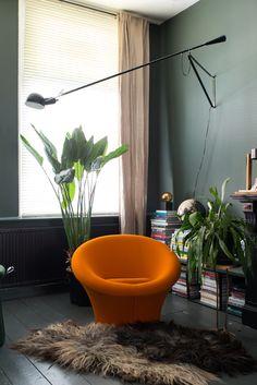This orange eye-catcher is the Mushroom armchair designed by Pierre Paulin for Artifort. F560 Mushroom, 1960 | Designer: Pierre Paulin | © Artifort | Photo: Anki Wijnen, Zilverblauw.nl