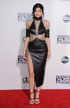 Kylie Jenner en total look Bryan Hearns à la cérémonie des American Music Awards à Los Angeles http://www.vogue.fr/mode/inspirations/diaporama/les-meilleurs-looks-de-la-semaine-novembre-2015/23888#kylie-jenner-en-total-look-bryan-hearns-la-crmonie-des-american-music-awards-los-angeles