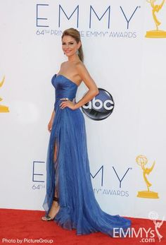 More slits! This time on Maria Menounos. #legsarethenewcleavage #Emmys