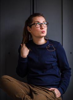 Nichts geht über einen gemütlichen, weichen Sweater, der mit einer kleinen, handgefertigten Stickerei aufgewertet wurde!