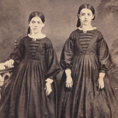 PRETTY SISTERS IDENTICAL DRESS CRINOLINE SKIRTS CIVIL WAR ERA CDV PERIOD FASHION