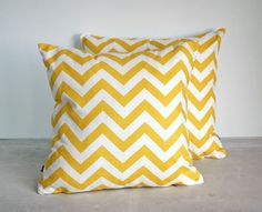 The yellow chevron pillows would look great on my bed!
