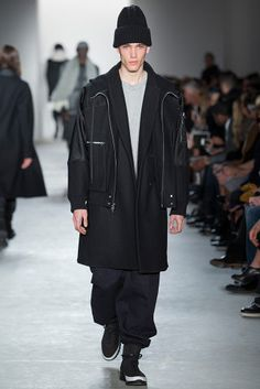 Public School Fall 2015 Ready-to-Wear Fashion Show Look Fashion, Winter Fashion, Fashion Show, Mens Fashion, Fashion Design, Fashion 2015, Street Outfit, Fall Winter 2015, Public School