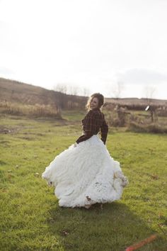 this midwest Bride added the cutest plaid shirt to her Vera Wang dress  Photography By / danistephenson.com