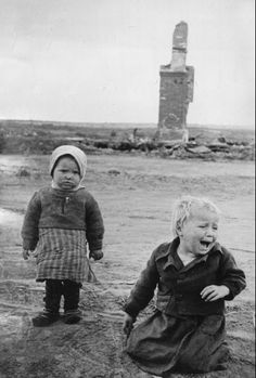 Russian children as victims of the war. Thousands of women and children suffered and died in this massive effort to stop Hitler. World History, World War Ii, Nasa History, Le Blitz, Total War, Interesting History, Historical Photos, Belle Photo, Old Photos