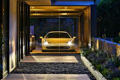 Your source of reference in architecture, decoration, design, arts & New technologies. Workshop Architecture, Ultimate Garage, Dream Garage, Beverly Hills, Garage Doors, Luxury, Outdoor Decor, Design, Cars