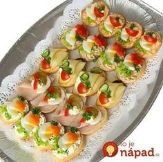 Skewer Appetizers Wedding Appetizers Appetisers Appetizer Recipes Dessert Recipes First Finger Foods Breakfast Crepes Fingerfood Food Design Party Finger Foods, Finger Food Appetizers, Party Snacks, Appetizers For Party, Appetizer Recipes, Finger Food Catering, Canapes Recipes, Czech Recipes, Food Decoration