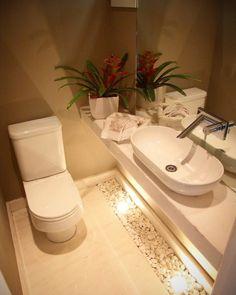 Lavabo pequeno: 60 ambientes bonitos e funcionais com pouco espaço Bathroom Design Luxury, Bathroom Layout, Modern Bathroom Design, Guest Toilet, Small Toilet, Beautiful Small Bathrooms, Toilet Design, Inspirer, Space
