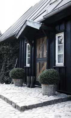 would buy this modern rustic Danish cottage just for the fabulous kitchen without even looking around the rest of the house.I would buy this modern rustic Danish cottage just for the fabulous kitchen without even looking around the rest of the house. Exterior Colors, Exterior Paint, Exterior Design, Exterior Siding, Rustic Exterior, Wood Siding, Facade Design, Paint Colors For Home, House Colors