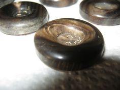 20 Stück Büffelhornknöpfe,Jackenknöpfe Braun,Durchmesser ca.25 mm,Neu,Naturprodukt,Lübecker Knopfmanufaktur von Knopfshop auf Etsy