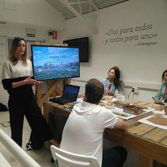 Escuchando a #AnnieNovak en #ZaragozaActiva explicando su proyecto de huertos urbanos en las azoteas de Nueva York