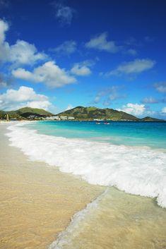 La tranquilidad de Playa Oriental, isla St. Maarten del Caribe.